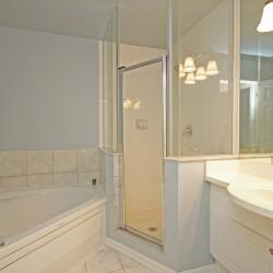 4 Piece Bathroom at 168 Dallimore Circle, Banbury-Don Mills, Toronto