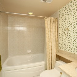 4 Piece Ensuite Bathroom at 430 - 3600 Yonge Street, Bedford Park-Nortown, Toronto