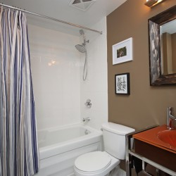 4 piece bathroom at 505 - 30 Canterbury Place, Willowdale West, Toronto