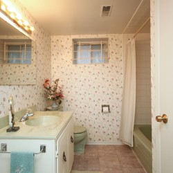 4 Piece Bathroom at 137 Underhill Drive, Parkwoods-Donalda, Toronto